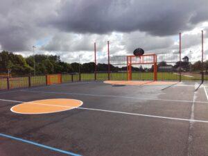 terrain multisports city stades espace multisports Fouesnant acier avec sol résine