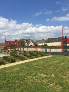 espace multisports city stades terrain multisports acier coloris rouge avec pare ballons