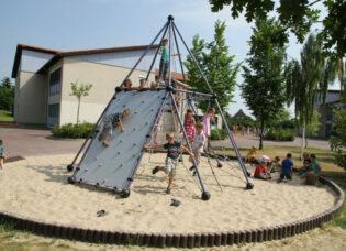 structure de jeu de cordes type pyramide
