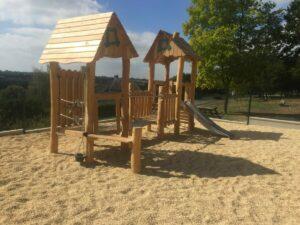 cabane aire de jeux en bois robinier
